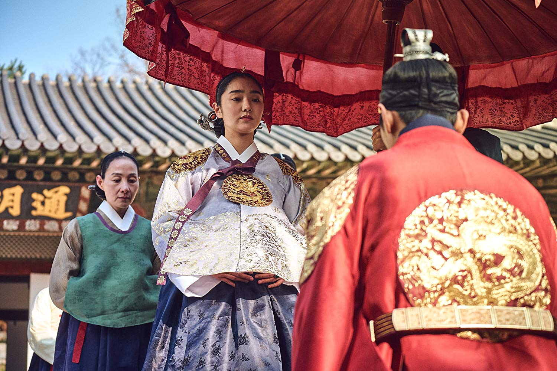Scène représentant la reine enceinte #kingdom #series #netflix #korea #middleagekorea #undeadseries #horrorseries #asiancinema