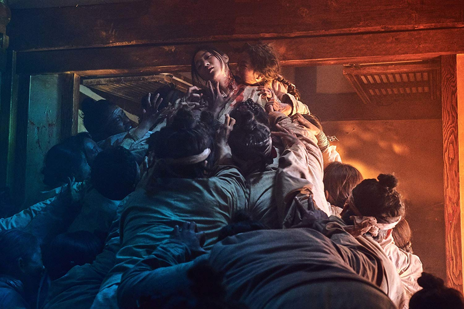 Kingdom, femme se faisant dévorer par des morts vivants #kingdom #series #netflix #korea #middleagekorea #undeadseries #horrorseries #asiancinema